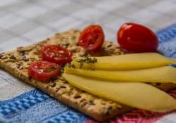 cracker-kaas-tomaat-4-7078a62f75065b8310202169b1c93a21567dcbb8