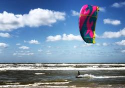 kite-surfing-cb6ba790067eaec9fe390eefb7cf8c44782fe365